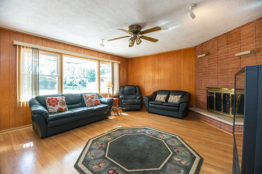 Real Estate Photography - 221 S. Fernandez Avenue, Arlington Heights, IL, 60005 - Family Room