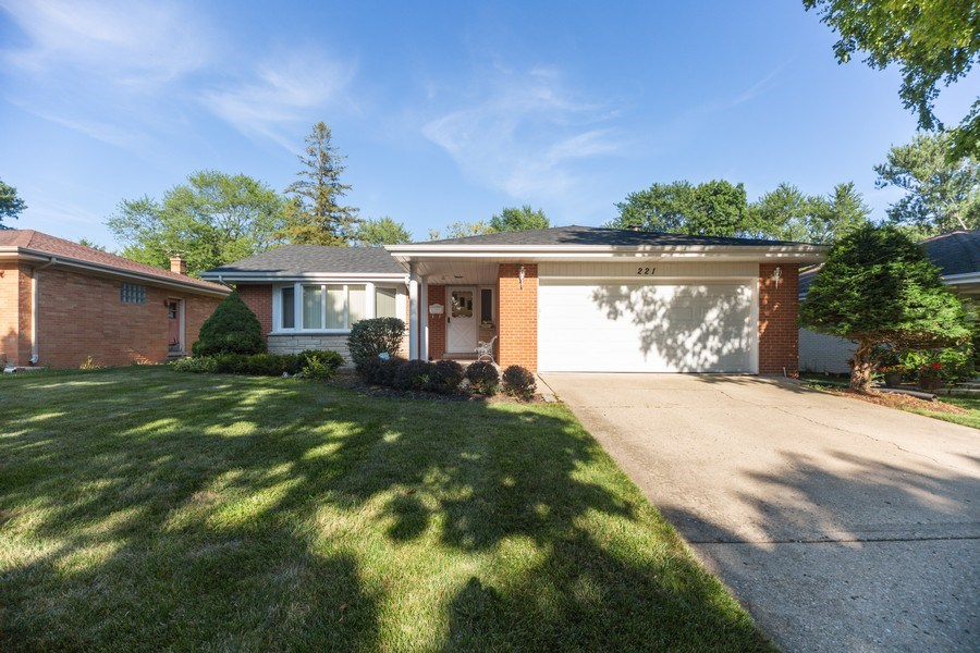 Real Estate Photography - 221 S. Fernandez Avenue, Arlington Heights, IL, 60005 - Front View