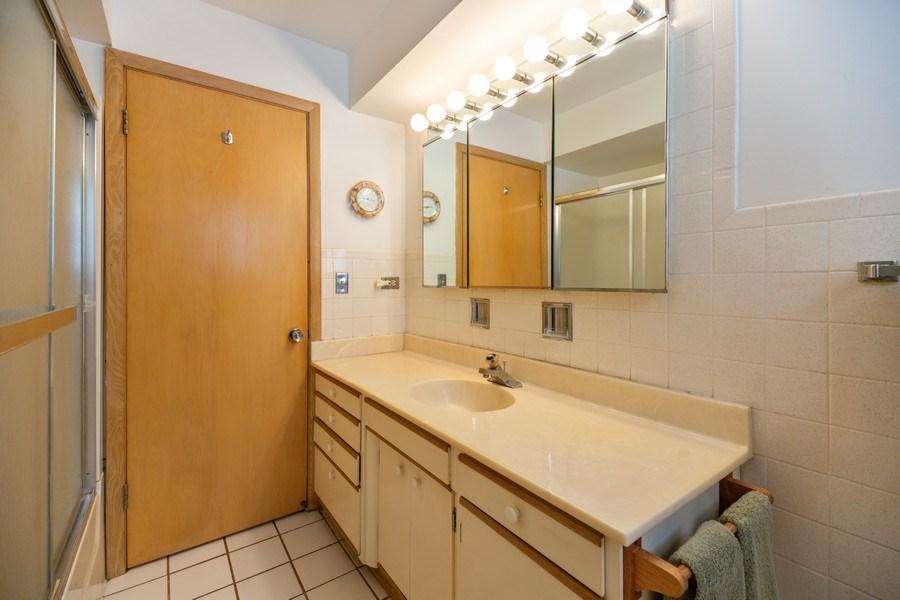 Real Estate Photography - 221 S. Fernandez Avenue, Arlington Heights, IL, 60005 - Bathroom