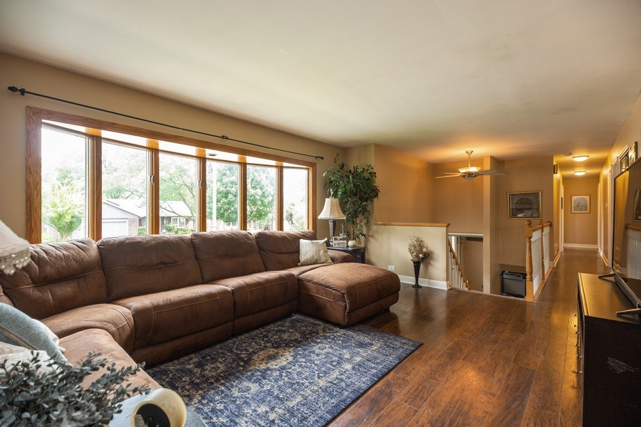 Real Estate Photography - 619 West Hackberry Dr, Arlington Heights, IL, 60004 - Living Room