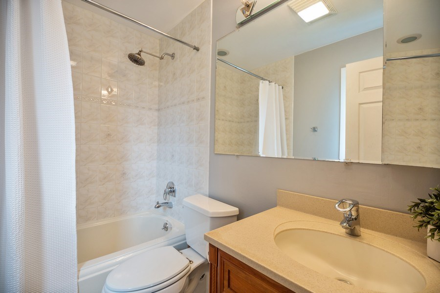 Real Estate Photography - 619 West Hackberry Dr, Arlington Heights, IL, 60004 - Master Bathroom