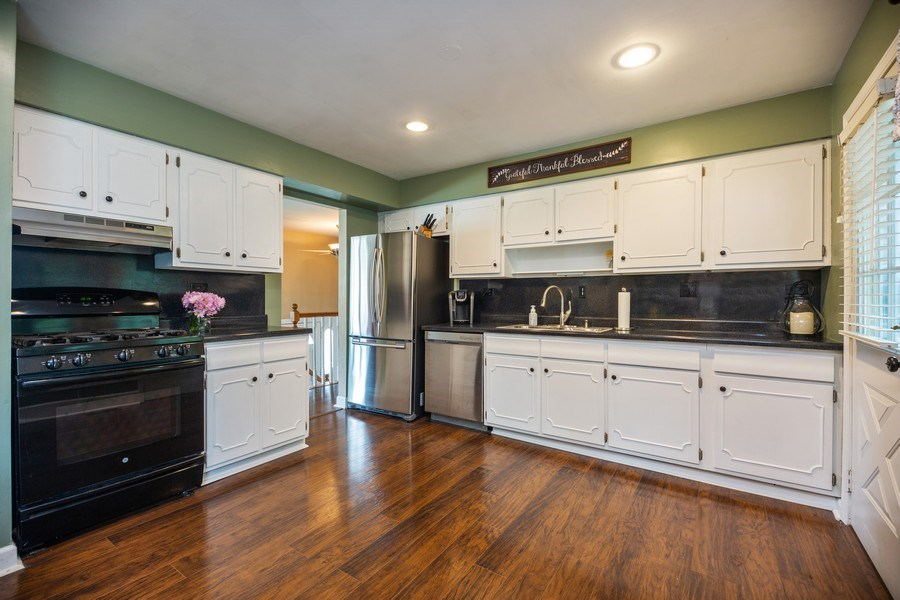 Real Estate Photography - 619 West Hackberry Dr, Arlington Heights, IL, 60004 - Kitchen