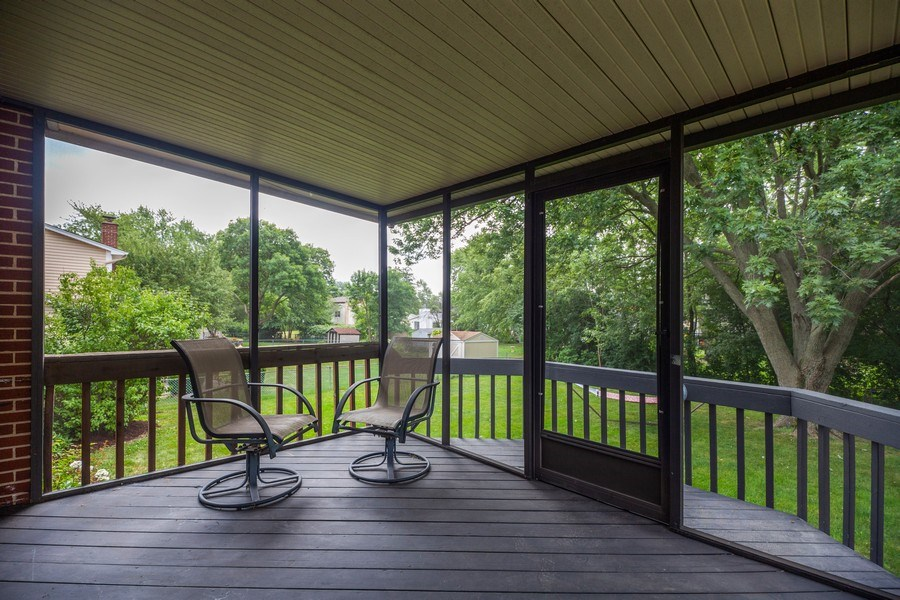 Real Estate Photography - 619 West Hackberry Dr, Arlington Heights, IL, 60004 - Deck
