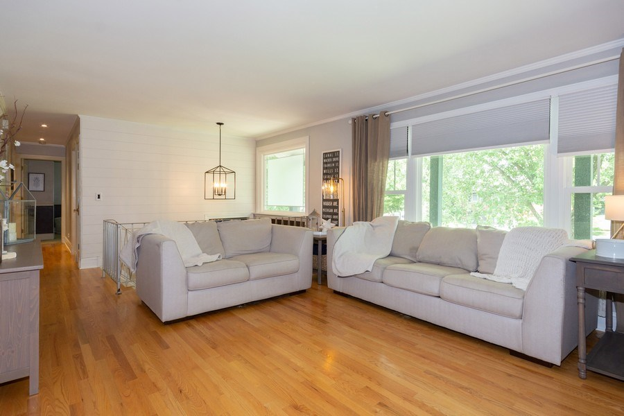 Real Estate Photography - 6 Westmoreland Ct, Woodridge, IL, 60517 - Living Room