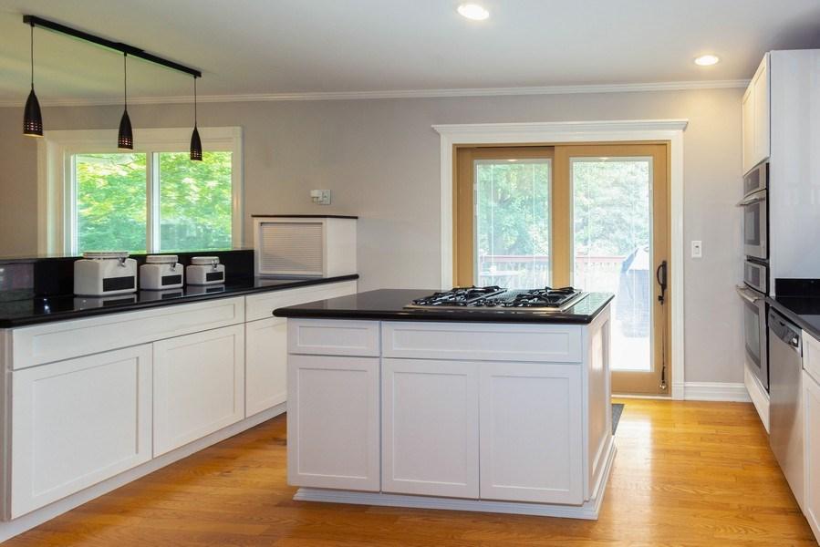 Real Estate Photography - 6 Westmoreland Ct, Woodridge, IL, 60517 - Kitchen