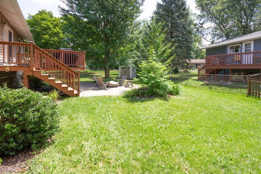Real Estate Photography - 6 Westmoreland Ct, Woodridge, IL, 60517 - Back Yard