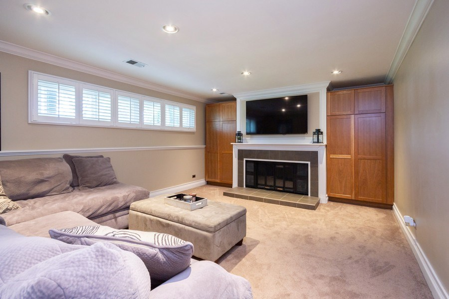 Real Estate Photography - 6 Westmoreland Ct, Woodridge, IL, 60517 - Family Room
