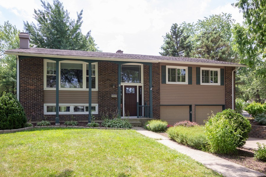 Real Estate Photography - 6 Westmoreland Ct, Woodridge, IL, 60517 - Front View