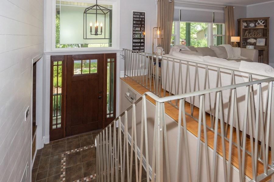 Real Estate Photography - 6 Westmoreland Ct, Woodridge, IL, 60517 - Entryway