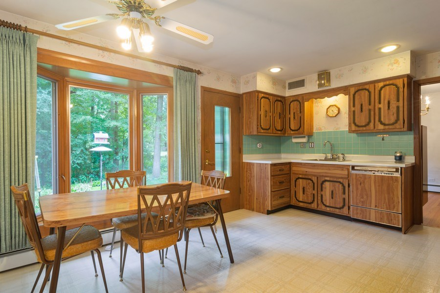 Real Estate Photography - 176 East Forest Ln, Palatine, IL, 60067 - Kitchen
