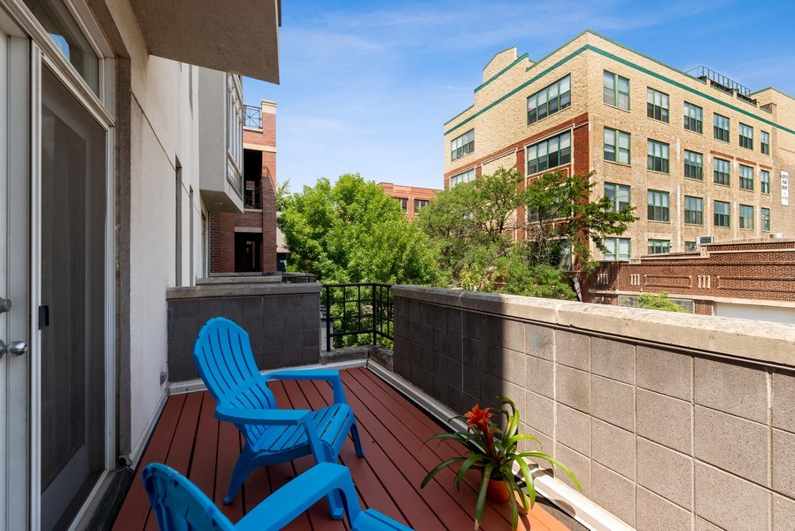 Real Estate Photography - 2814 North Sheffield Ave, 2S, Chicago, IL, 60657 - Deck