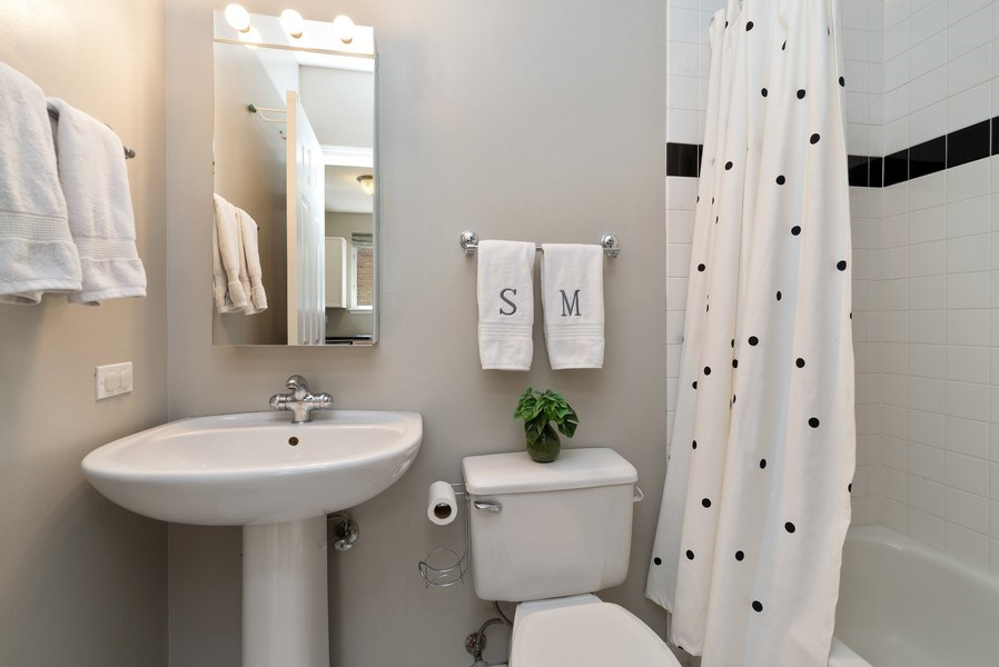 Real Estate Photography - 2814 North Sheffield Ave, 2S, Chicago, IL, 60657 - Bathroom