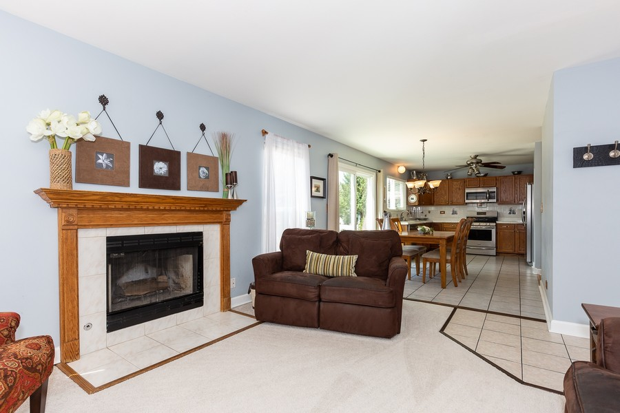 Real Estate Photography - 2135 Periwinkle Ln, Naperville, IL, 60540 - FAMILY ROOM