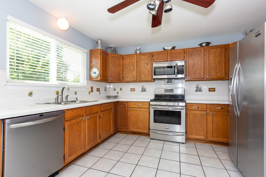 Real Estate Photography - 2135 Periwinkle Ln, Naperville, IL, 60540 - KITCHEN