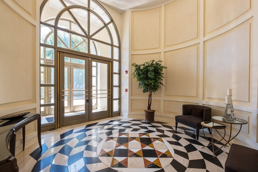 Real Estate Photography - 2021 St Johns Ave, Highland Park, IL, 60035 - Lobby