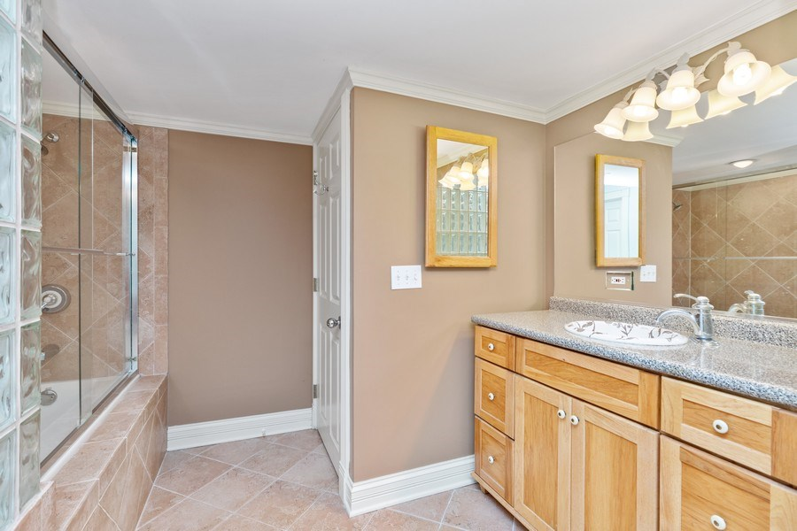 Real Estate Photography - 37W542 High Point Ct, Royal Fox, St. Charles, IL, 60175 - 3rd Bathroom