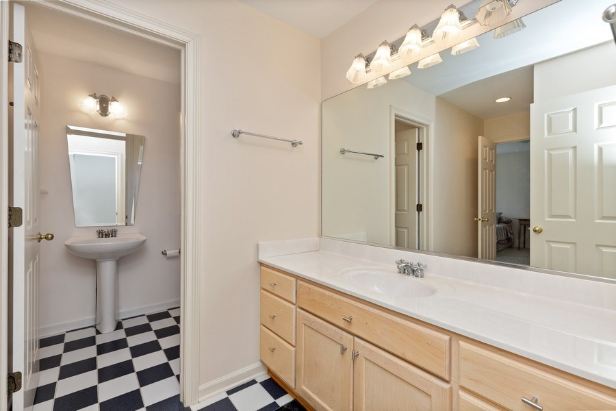 Real Estate Photography - 37W542 High Point Ct, Royal Fox, St. Charles, IL, 60175 - 4th Bathroom