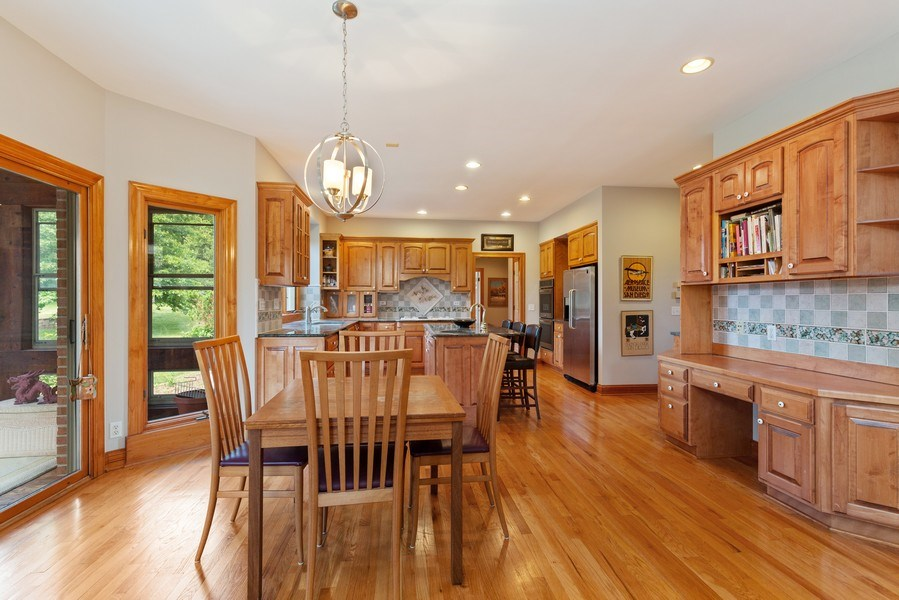 Real Estate Photography - 37W542 High Point Ct, Royal Fox, St. Charles, IL, 60175 - Kitchen