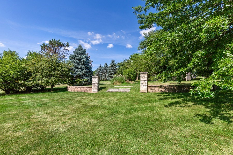 Real Estate Photography - 37W542 High Point Ct, Royal Fox, St. Charles, IL, 60175 - Back Yard