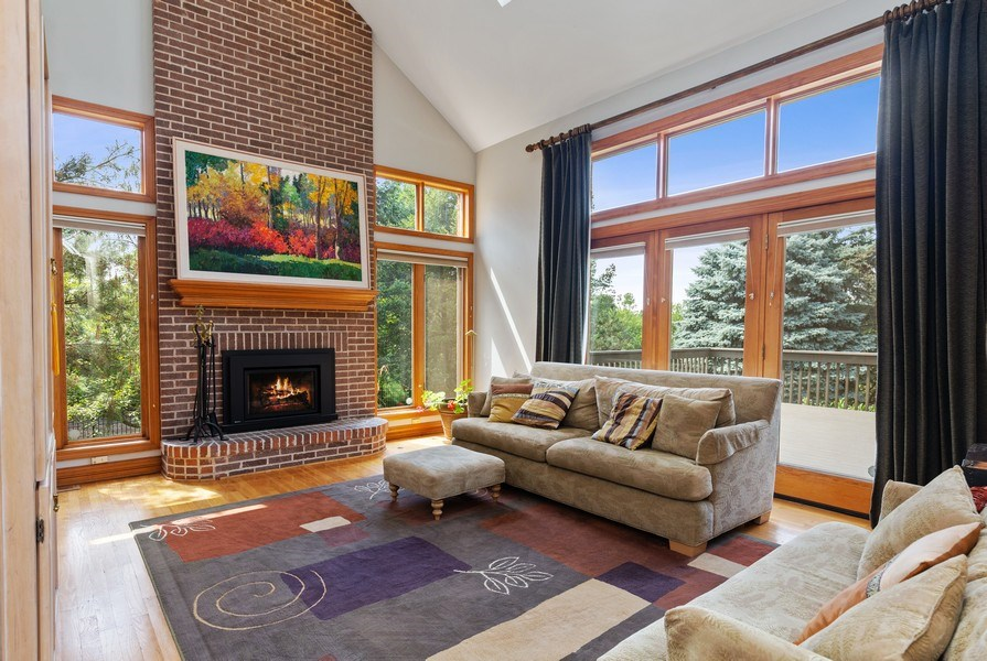 Real Estate Photography - 37W542 High Point Ct, Royal Fox, St. Charles, IL, 60175 - Family Room