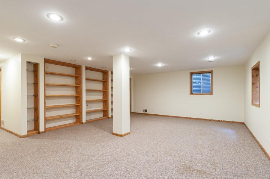 Real Estate Photography - 93 Cambridge Dr, Grayslake, IL, 60030 - Recreational Room