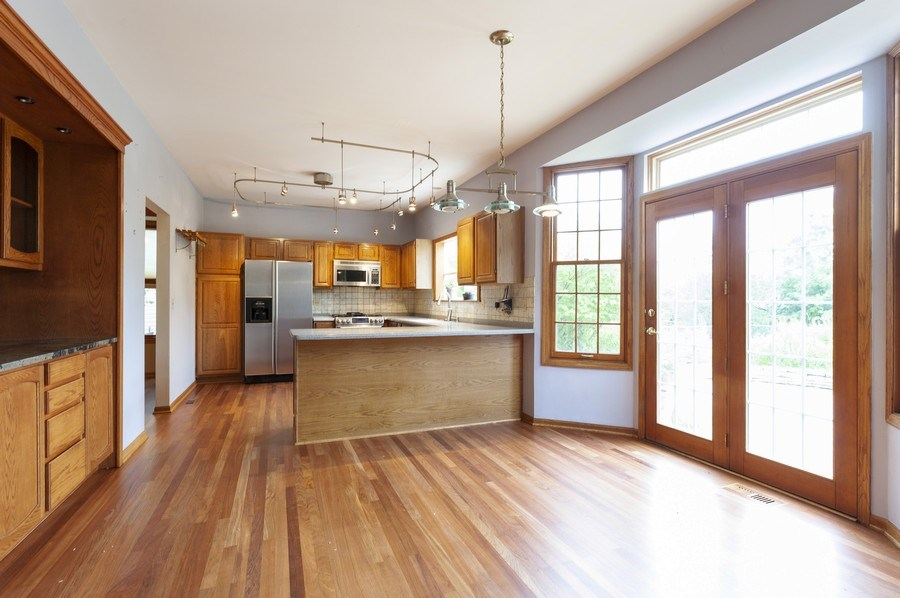Real Estate Photography - 93 Cambridge Dr, Grayslake, IL, 60030 - Kitchen / Breakfast Room
