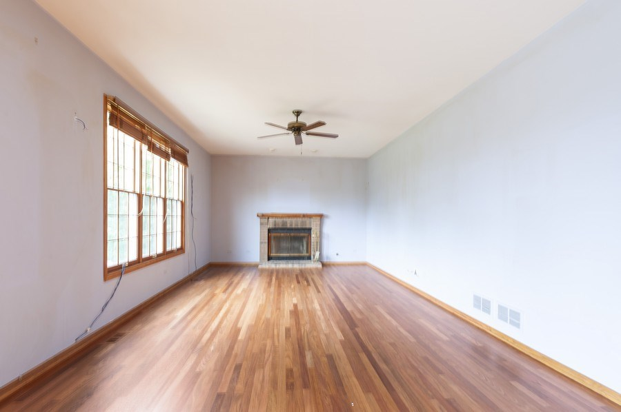 Real Estate Photography - 93 Cambridge Dr, Grayslake, IL, 60030 - Family Room
