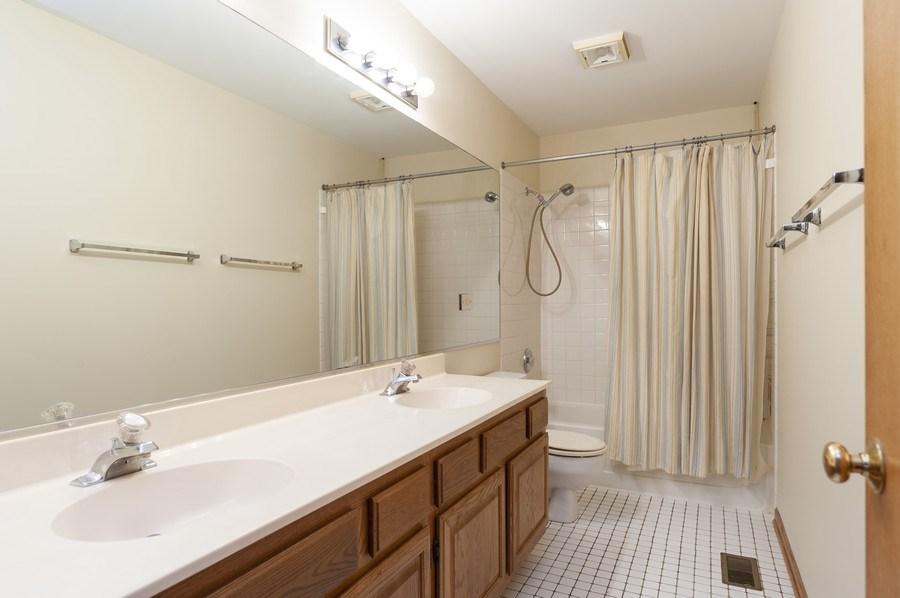Real Estate Photography - 93 Cambridge Dr, Grayslake, IL, 60030 - Bathroom