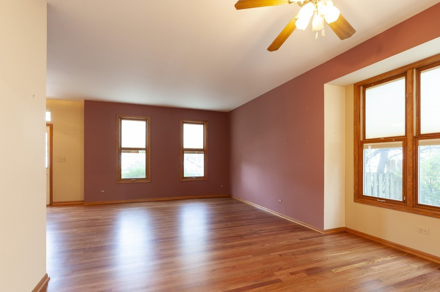 Real Estate Photography - 93 Cambridge Dr, Grayslake, IL, 60030 - Living Room / Dining Room