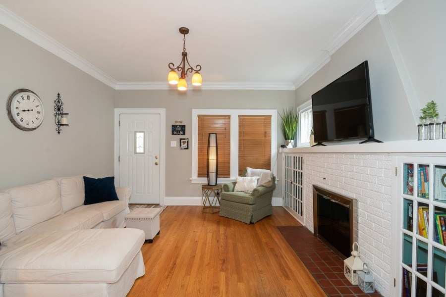 Real Estate Photography - 514 Ardmore Ave, Villa Park, IL, 60181 - Living Room