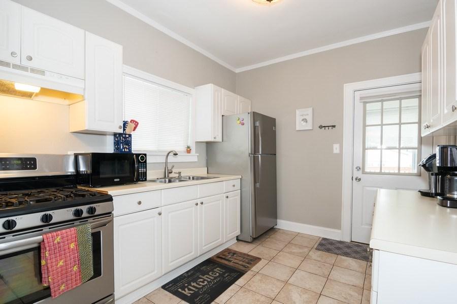 Real Estate Photography - 514 Ardmore Ave, Villa Park, IL, 60181 - Kitchen