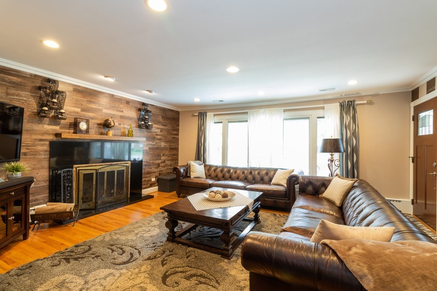 Real Estate Photography - 6872 West 115Th Pl, Worth, IL, 60482 - Living Room