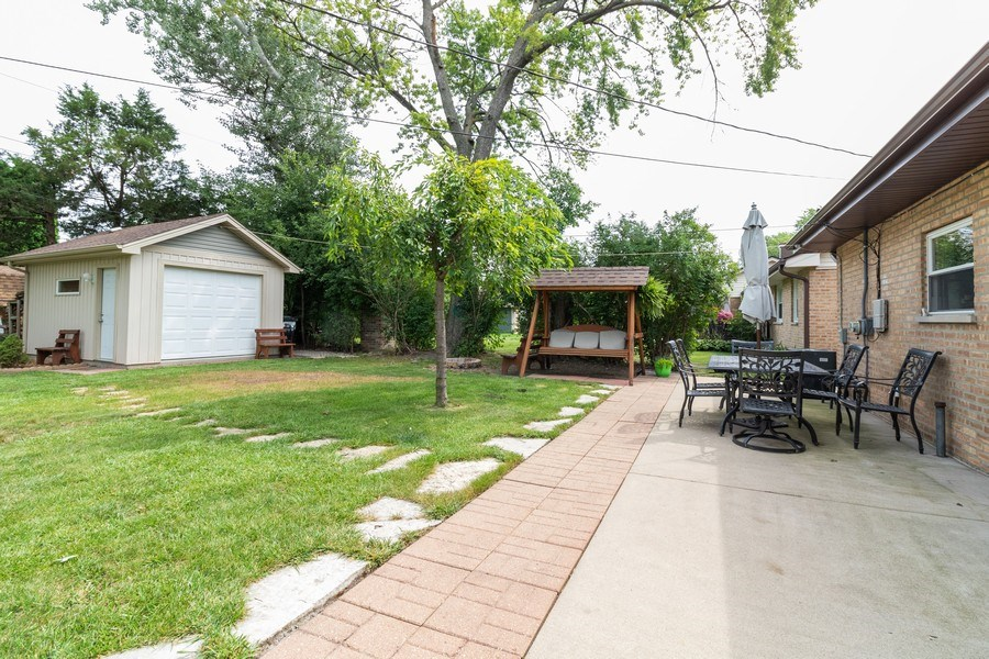 Real Estate Photography - 6872 West 115Th Pl, Worth, IL, 60482 - Back Yard