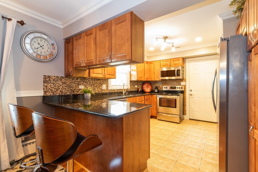 Real Estate Photography - 6872 West 115Th Pl, Worth, IL, 60482 - Kitchen