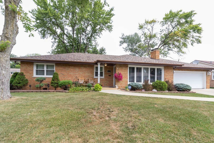 Real Estate Photography - 6872 West 115Th Pl, Worth, IL, 60482 - Front View
