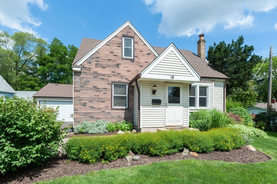 Real Estate Photography - 18 Lakeview Drive, Mundelein, IL, 60060 - Front View