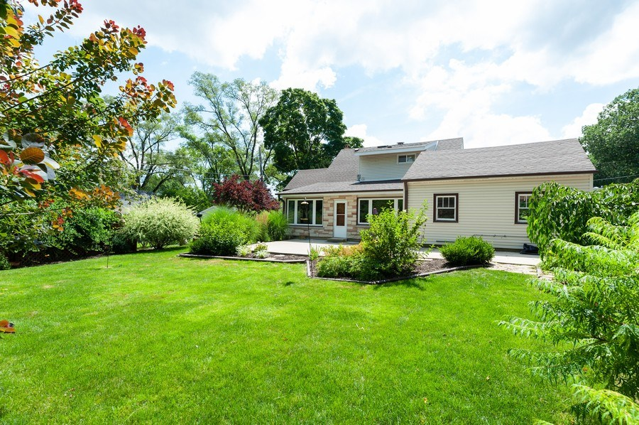 Real Estate Photography - 18 Lakeview Drive, Mundelein, IL, 60060 - Rear View