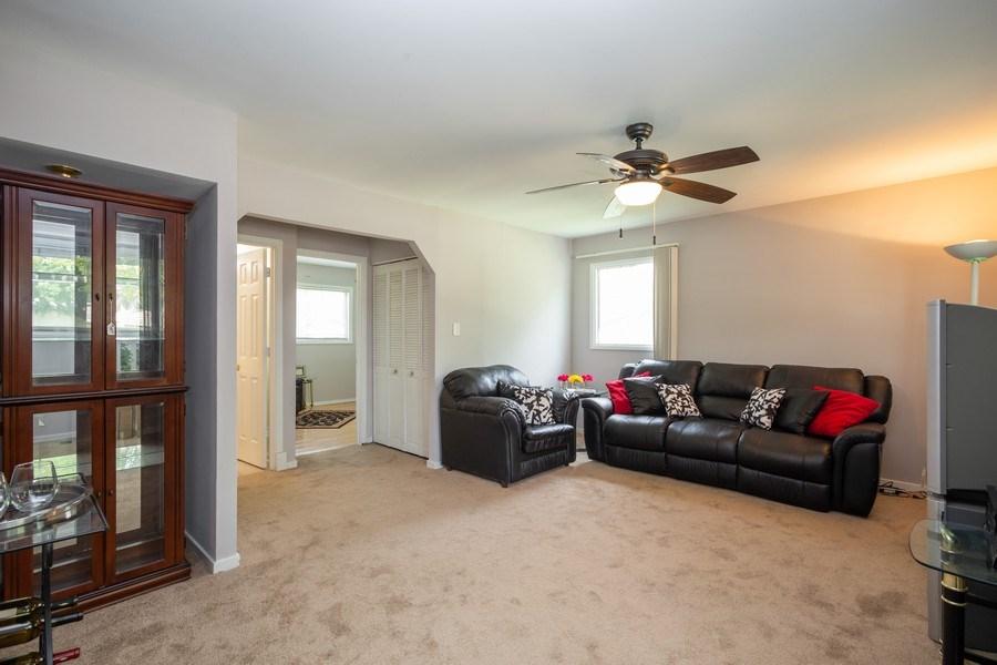 Real Estate Photography - 1710 Highland Blvd, Hoffman Estates, IL, 60169 - Living Room