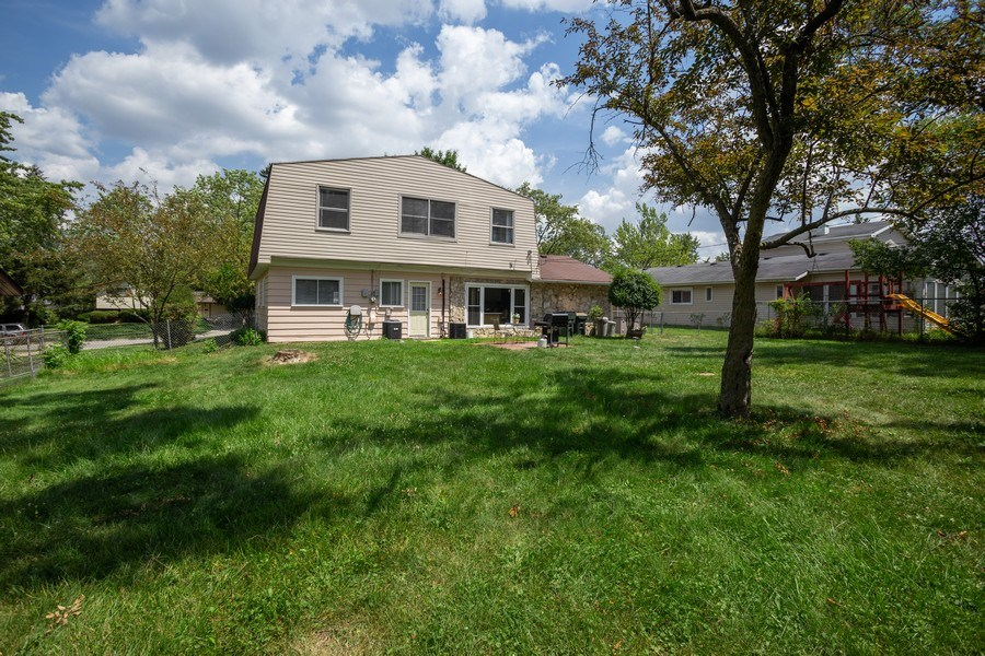 Real Estate Photography - 1710 Highland Blvd, Hoffman Estates, IL, 60169 - Rear View