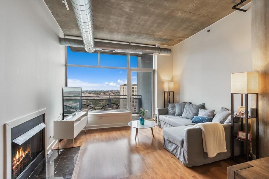 Real Estate Photography - 1305 S Michigan Avenue, Unit 1604, Chicago, IL, 60605 - Living Room