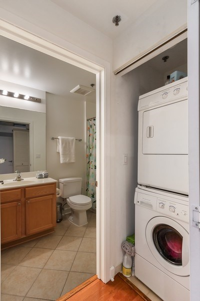 Real Estate Photography - 1305 S Michigan Avenue, Unit 1604, Chicago, IL, 60605 - Laundry Room
