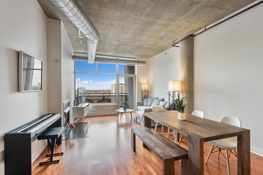 Real Estate Photography - 1305 S Michigan Avenue, Unit 1604, Chicago, IL, 60605 - Living Room / Dining Room