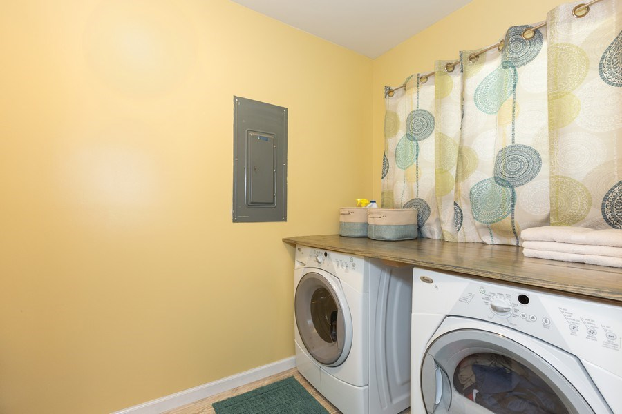 Real Estate Photography - 1918 Heather Way Ln, Unit 39, New Lenox, IL, 60451 - Laundry Room