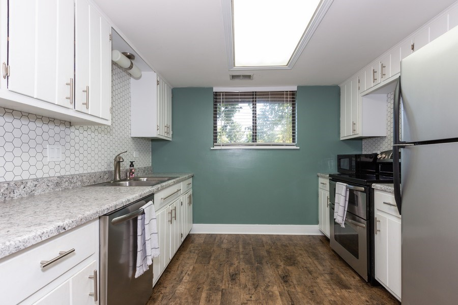Real Estate Photography - 1918 Heather Way Ln, Unit 39, New Lenox, IL, 60451 - Kitchen