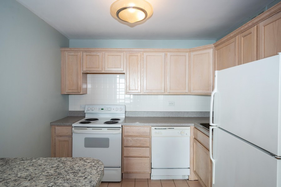 Real Estate Photography - 2626 N Lakeview Ave, Unit 4105, Chicago, IL, 60614 - Kitchen