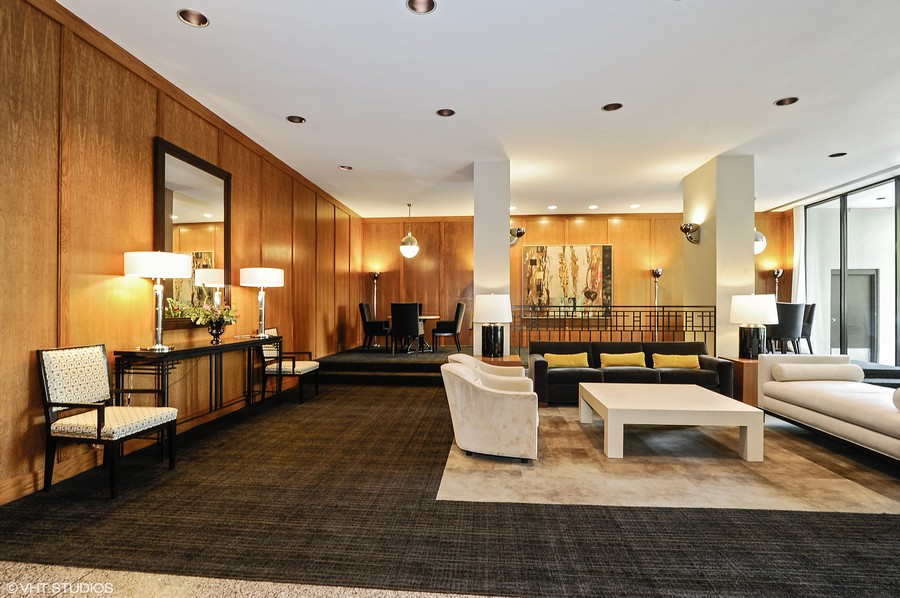 Real Estate Photography - 2626 N Lakeview Ave, Unit 4105, Chicago, IL, 60614 - Lobby