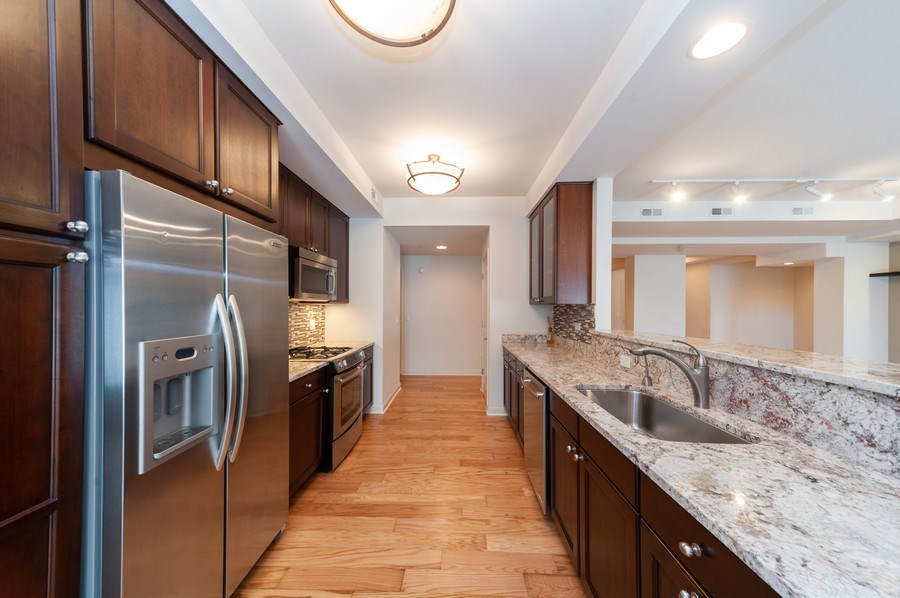 Real Estate Photography - 400 Village Green Pkwy, 304, Lincolnshire, IL, 60069 - Kitchen