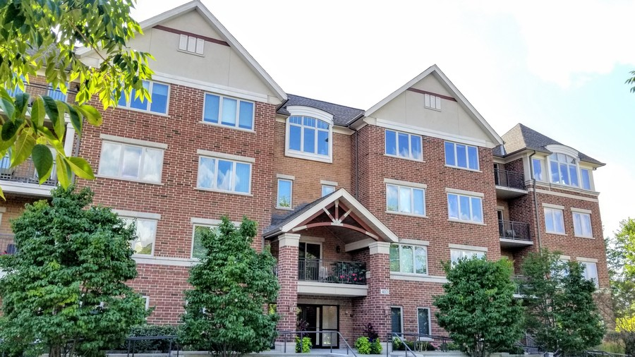 Real Estate Photography - 400 Village Green Pkwy, 304, Lincolnshire, IL, 60069 -