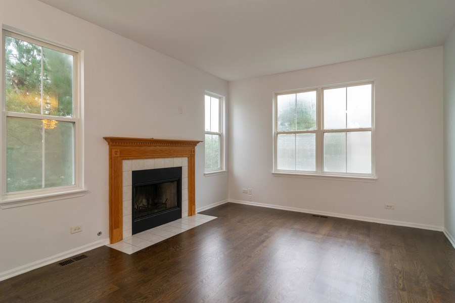 Real Estate Photography - 565 Peregrine Pkwy, 565, Bartlett, IL, 60103 - Living Room