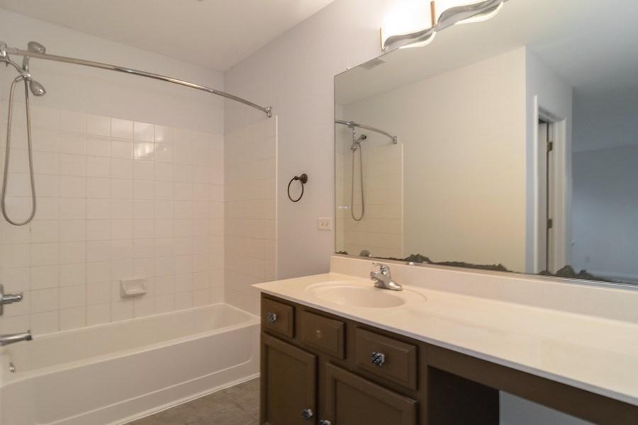 Real Estate Photography - 565 Peregrine Pkwy, 565, Bartlett, IL, 60103 - Master Bathroom